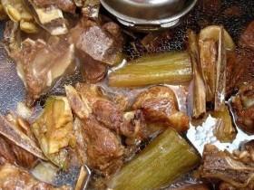 电压力锅炖肉(电压力锅炖肉要多长时间)
